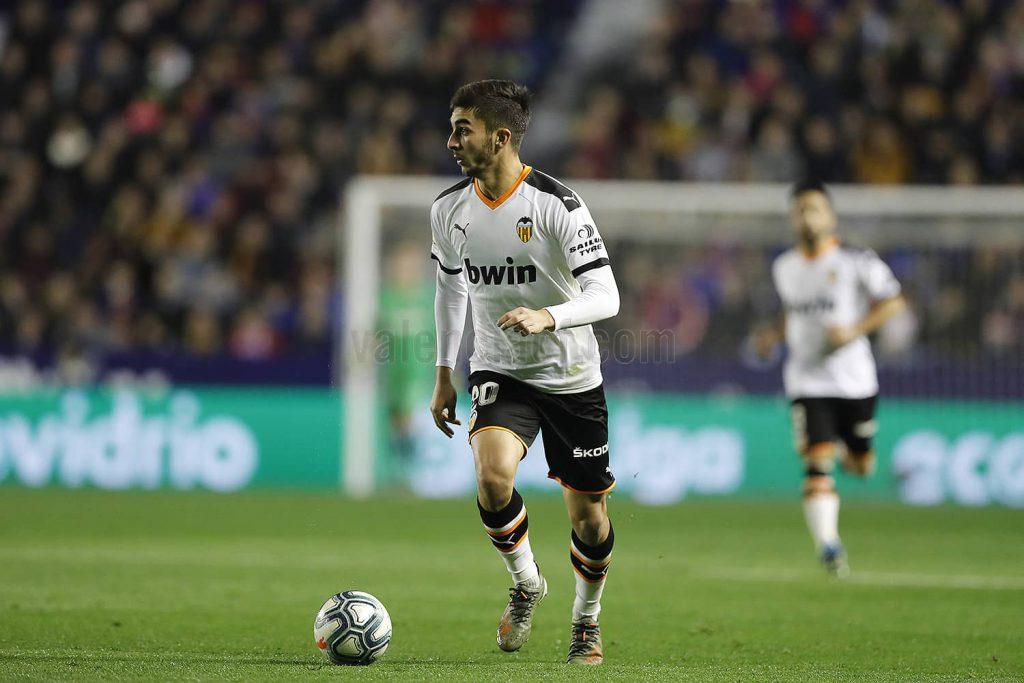 Ferrán Torres, 19 años, de Foios (Valencia), confirmó su gran estado de forma firmando otro gran partido en el Ciutat de València/Img. VCF