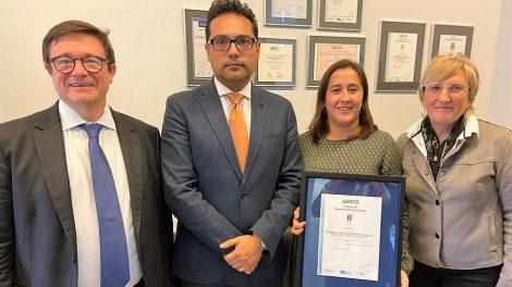 Entrega del certificado de calidad ISO 9001a INCLIVA, que le convierte en la primera Unidad de Ensayos Clínicos de la Comunidad Valenciana en recibirlo./Img. informaValencia.com