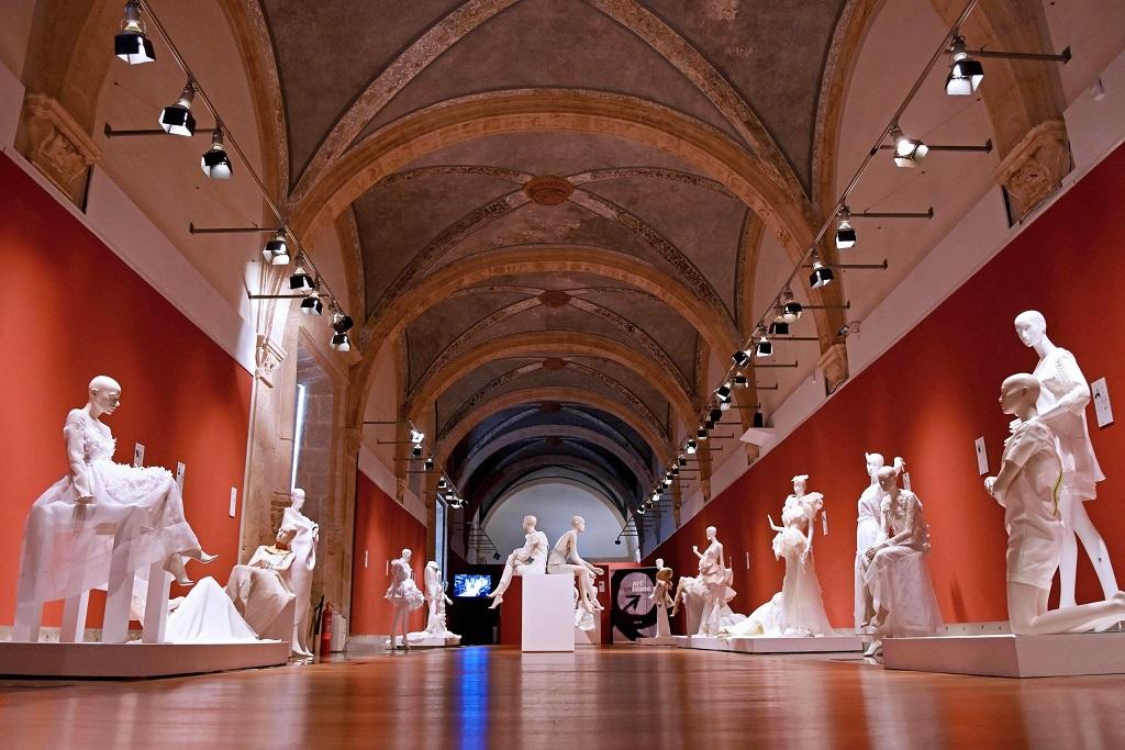 La exposición Artenblanc, del 15 de enero al 2 de febrero se pueden contemplar las creaciones de 25 diseñadores y diseñadoras valencianos, Centro del Carmen/GVA