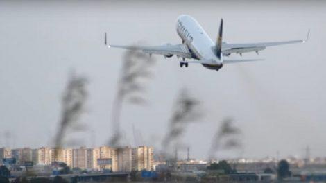 Maniobra de escape durante el aterrizaje de un Boeing 737 en Manises/Img. J.Rullán