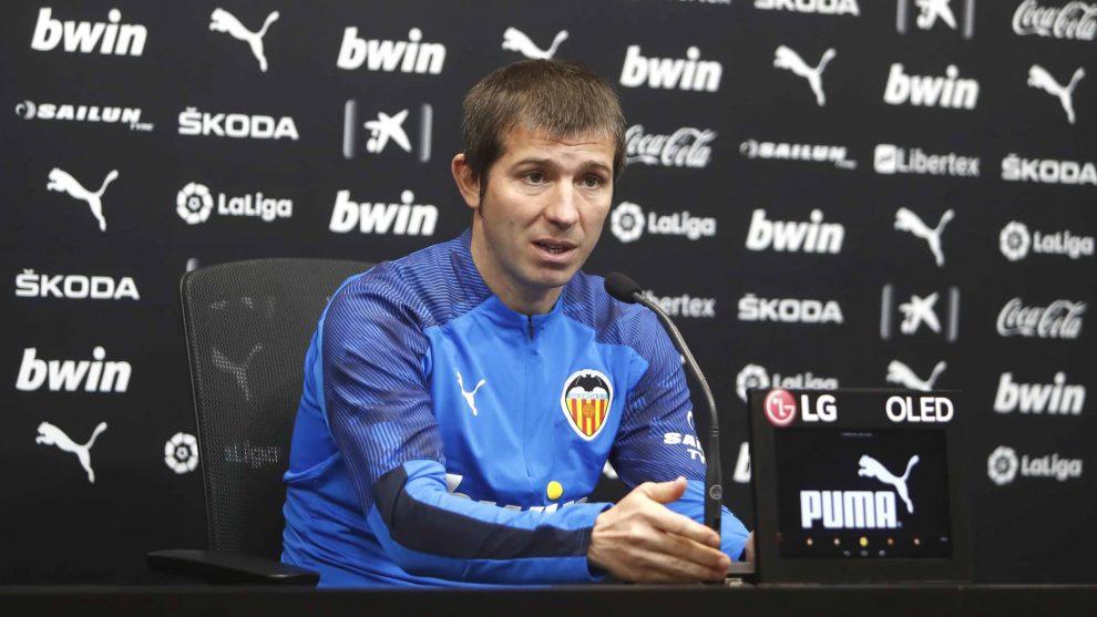 El entrenador del Valencia analizó el encuentro ante el Eibar/VCF