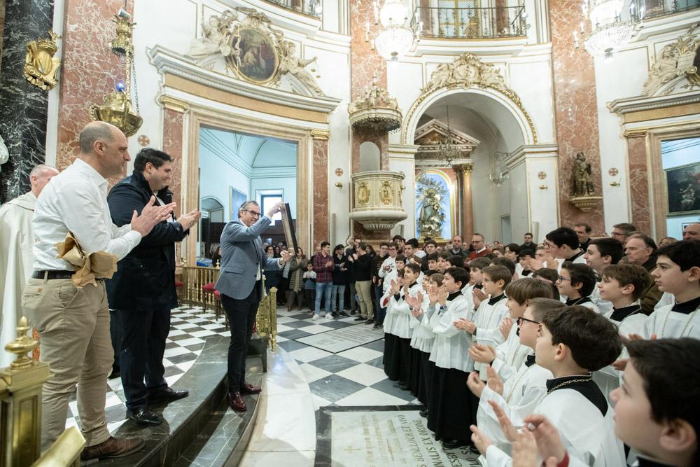 Homenaje a Luis Garrido, director de la Escolanía, en la Virgen/Img. V. Gutiérrez