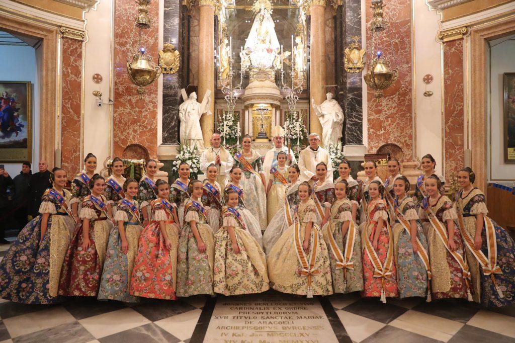 Las Falleras Mayores de Valencia 2020, Consuelo Llobell y Carla García, con sus Cortes de Honor en la Virgen/Img. Armando Romero