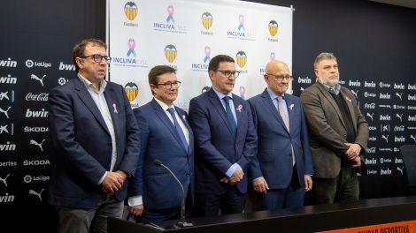 Imagen del acto de firma del acuerdo de colaboración INCLIVA-Fundació VCF/VCF