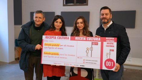 Paco Cabañés del Museu d'Etnologia y Ana Valls de Bombas Gens Centre d'Art, junto a Isaura Navarro y Carlos Galiana./informaValencia.com