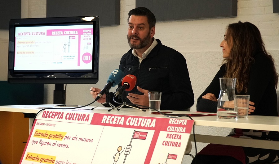 Galiana y Navarro durante la presentación de 'Receta Cultura, del centro de salud al museo', una iniciativa que pretende mejorar el bienestar emocional y la calidad de vida de aquellas personas que sufren soledad no deseada/Img.informaValencia.com
