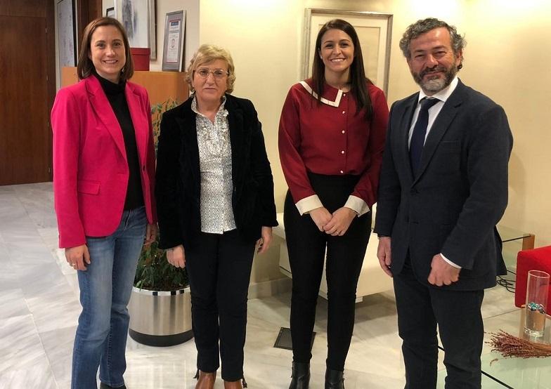 Maite García Y Pilar Nieto con la consellera Barceló/ICOPCV