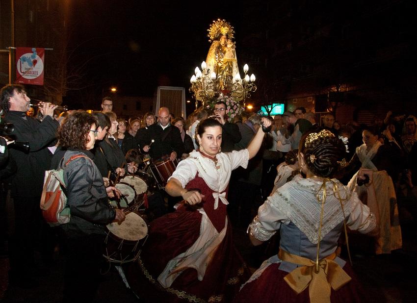 La Escuela de danzas valencianas, Escuela de tabal i dolçaina y banda de música Santa Cecilia para acompañar a la Virgen en Foios/AVAN