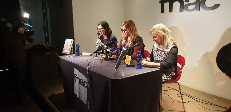 Ana Mafé, autora, acompañada por María Gómez, Doctora en Bellas Artes por la Universidad de Valencia y Paz Navarro, editora de Sargantana.