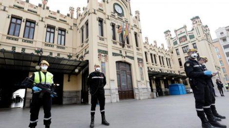 Imagen de los efectivos de la UME desplegados esta tarde en la Estación del Norte de Valencia/twitter